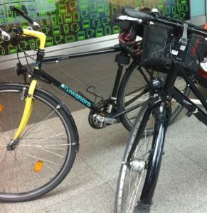 Fahrrad fast ganz mit Hänger